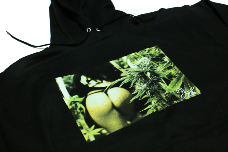 black_hoody_buds_2ill_clothing_detail