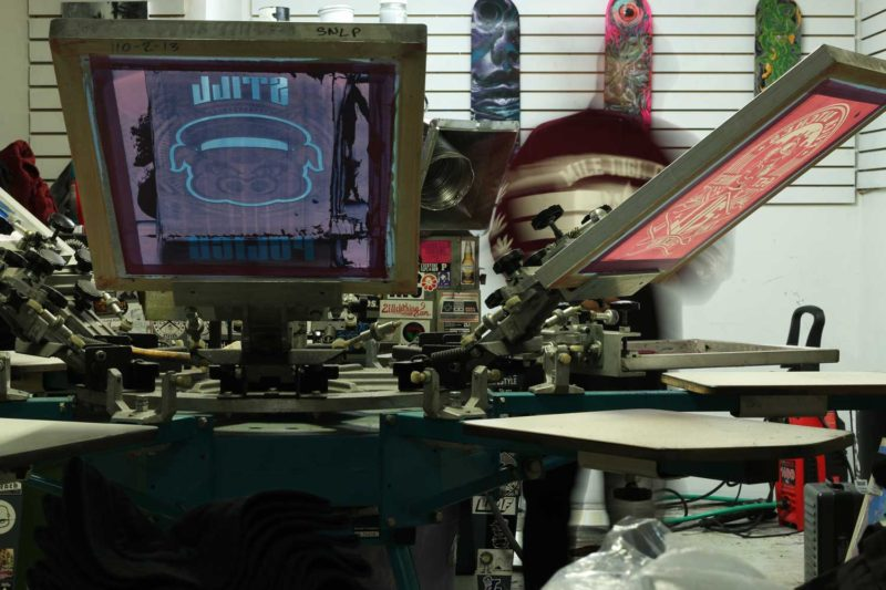 learn_how_to_screen_print_printing_shirts_shop_workhorse_products